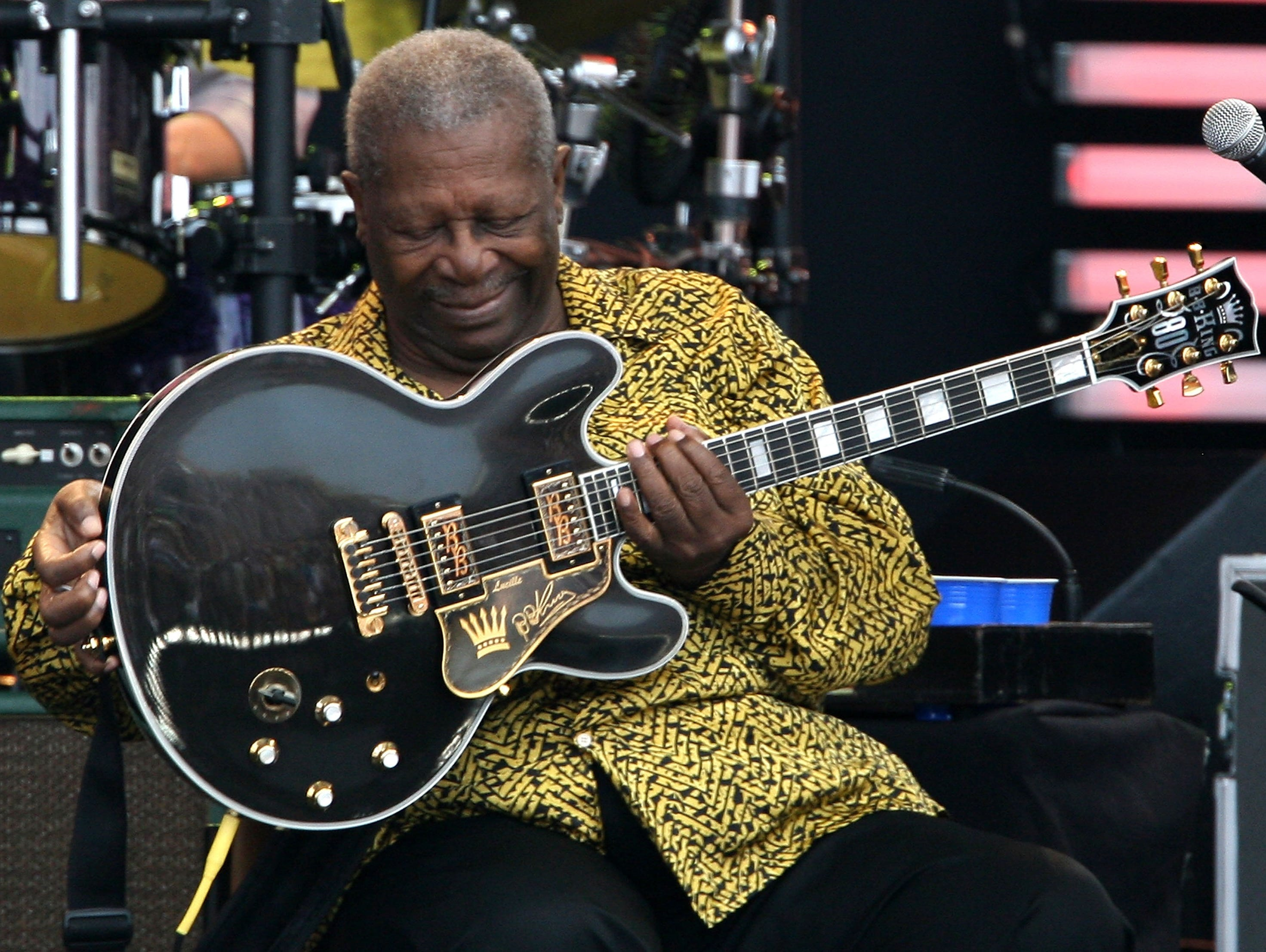 Guitar Maker Gibson Files for Bankruptcy pictures