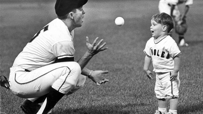 Baltimore Sun Staff File Photo by Paul Hutchins.  August 1965  Brooks Robinson plays catch with his son at the Stadium before the Orioles' game. MANDATORY CREDIT:  Baltimore Examiner and Washington Examiner OUT ORG XMIT: BAL0906031430542399