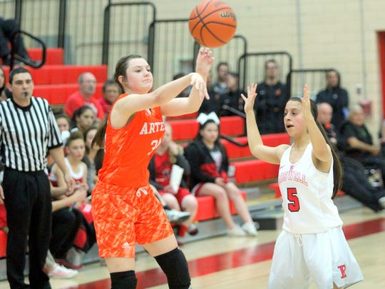 Artesia's Paityn Houghtaling passes the ball against