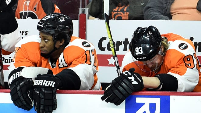 Flyers' forwards Wayne Simmonds, left, and Jake Voracek sit on the bench in the final seconds of Monday's 6-1 loss to the Capitals. Both addressed the need to focus on Game 4, not the series itself, in hopes of a comeback.