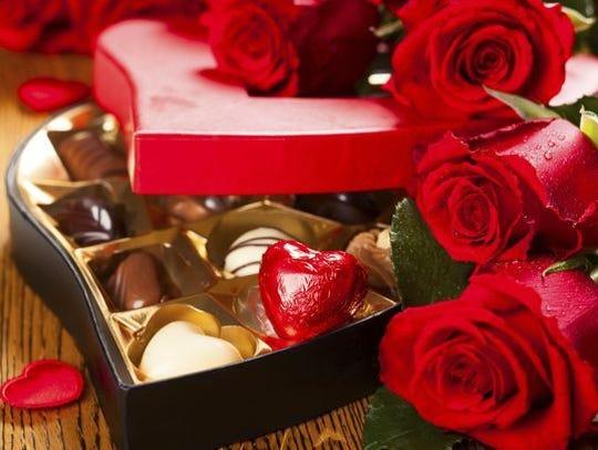 Las flores y los chocolates son siempre bien recibidos