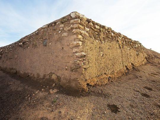 Haga recorridos por el sitio arqueológico, coma pan