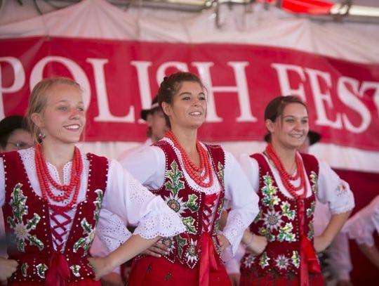 El grupo polaco llamado Tatry se presenta durante el
