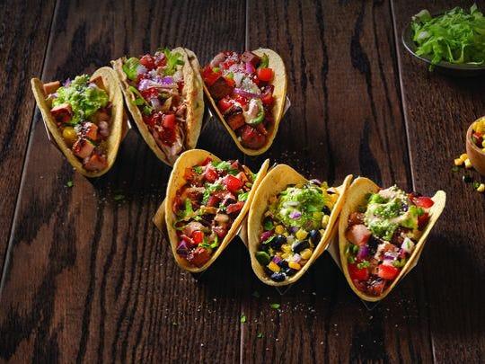 Construye tu propio taco o burrito en Qdoba Mexican Grill.