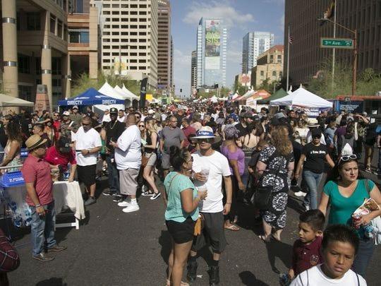 Miles se presentaron en las calles del Cinco de Mayo
