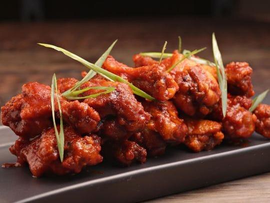 Las crujientes alas de estilo coreano en Red's Bar