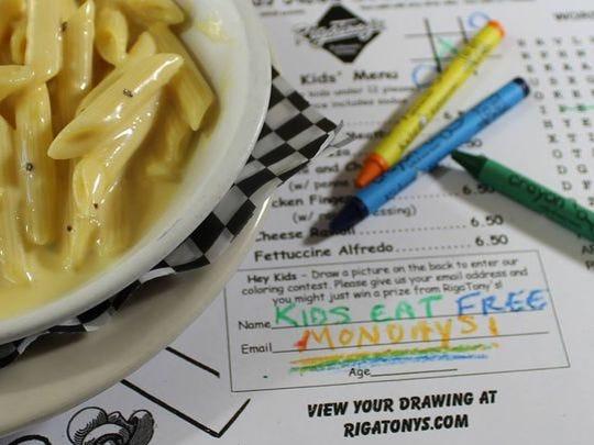 Los niños comen gratis los lunes en Rigatony's.