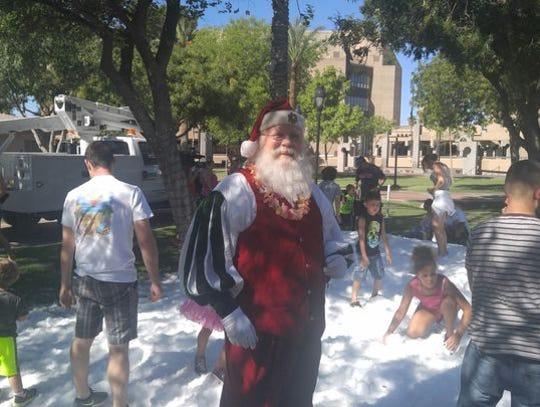 Glendale's Murphy Park está lleno de toneladas de nieve