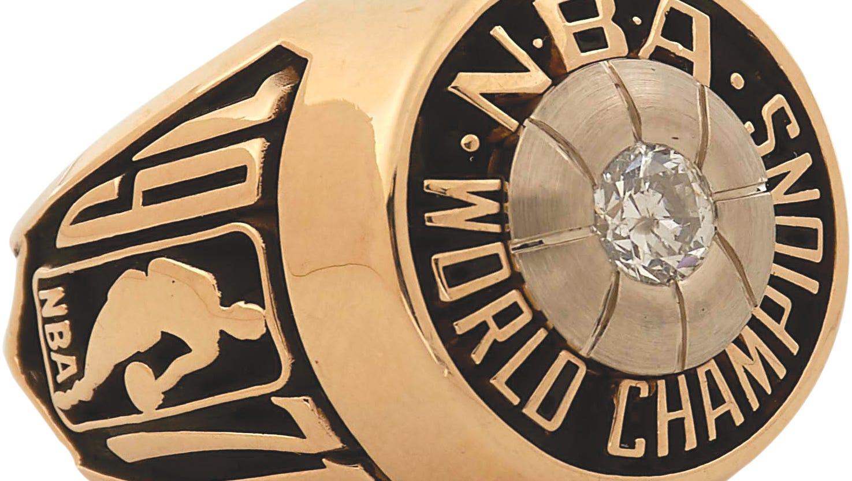 Image of the Bucks' 1971 NBA Championship ring.