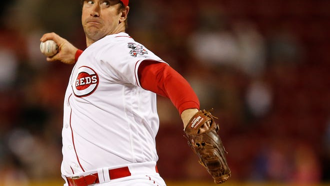 Cincinnati Reds relief pitcher Ross Ohlendorf (27) delivers to the plate in the eighth inning during the MLB game between the Cleveland Indians and the Cincinnati Reds, Wednesday, May 18, 2016, at at Great American Ball Park.