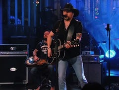 Jason Aldean opens 'SNL' with Las Vegas and Tom Petty tributes, and it's perfect