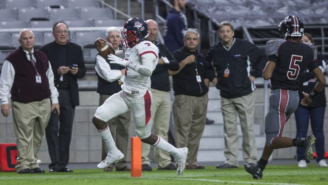 Centennial's Isaac Steele (7) scores a touchdown against Desert Ridge during the Division I State Championship game on Nov. 27, 2015 in Glendale, Ariz.