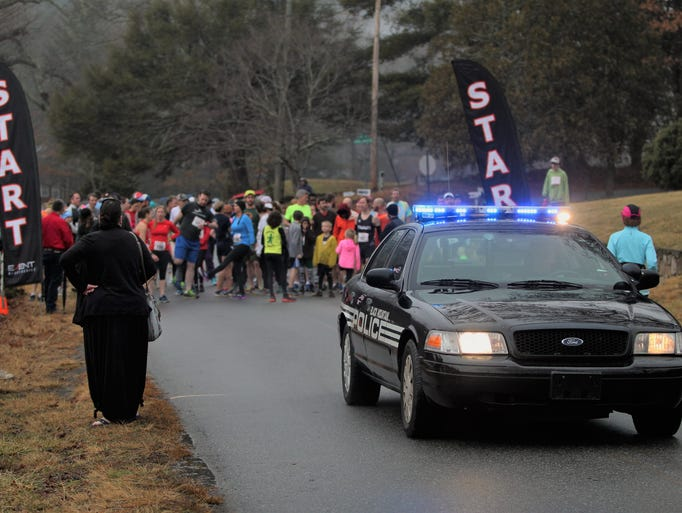 Hundreds of runners gathered at Lake Tomahawk in Black