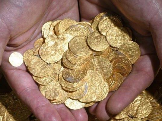 EPA ISRAEL ARCHAEOLOGY CAESAREA GOLD COINS ACE ARCHEOLOGY ISR