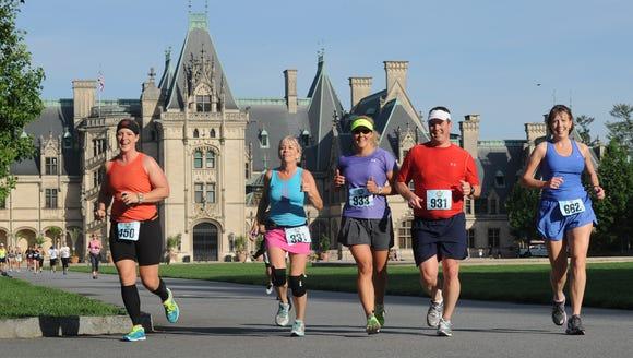 Participants in the Biltmore Kiwanis Classic 15K run