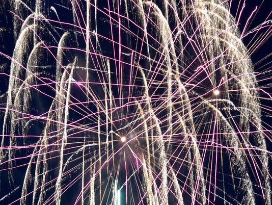 636032751773691386-Fireworks-2.jpg