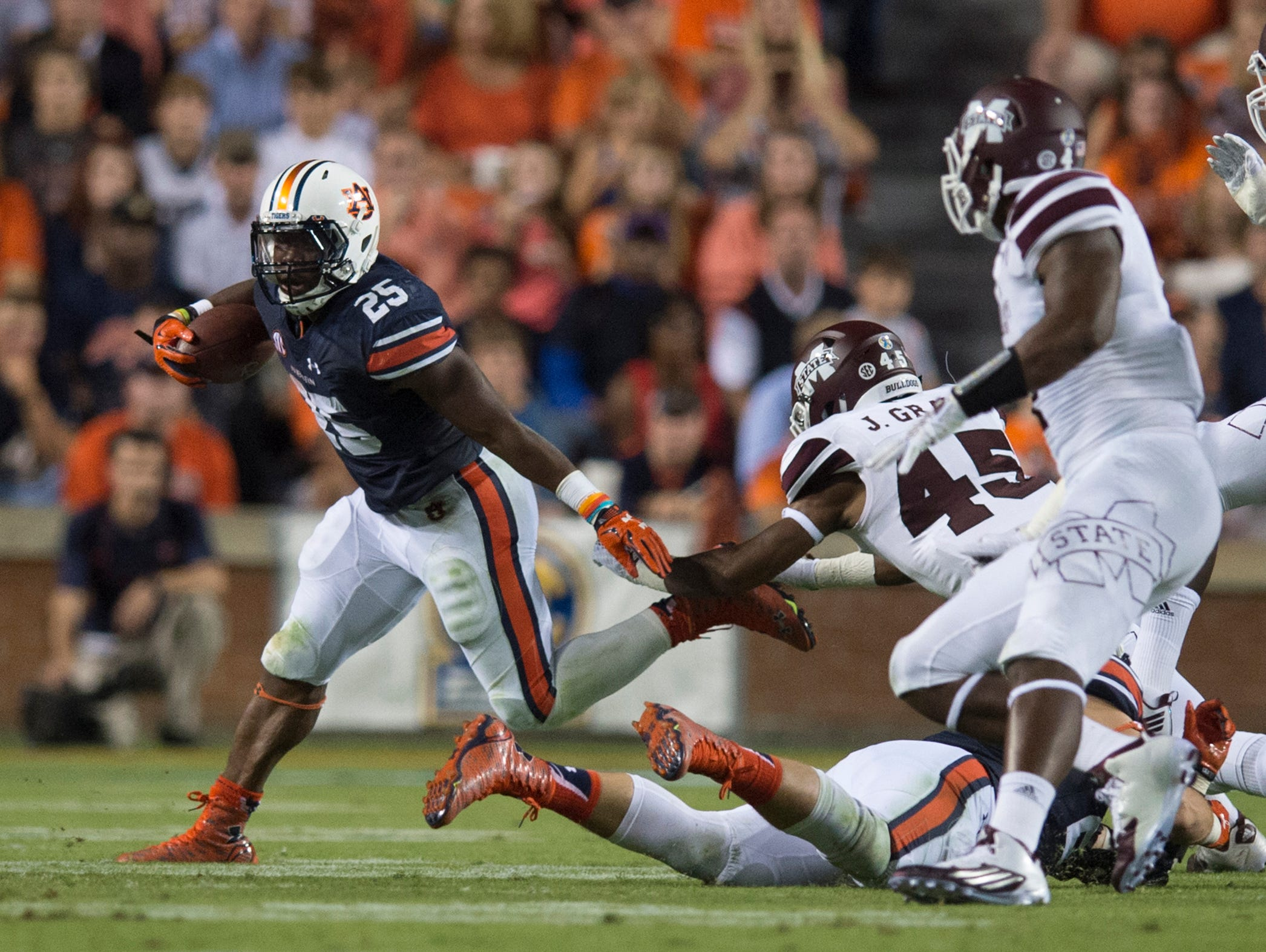 Auburn running back Peyton Barber (25) runs downfield during the NCAA football game between Auburn and Mississippi State on Saturday, Sept. 26, 2015, at Jordan-Hare Stadium in Auburn, Ala. Albert Cesare / Advertiser