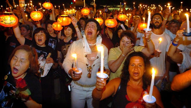 Graceland has announced fans will no longer have to pay to walk to the grave site during the annual candlelight vigil.