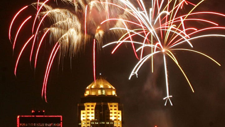 Fireworks fill the downtown Des Moines skyline during Yankee Doodle Pops in 2007.