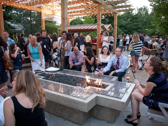 Outdoor patio at the Stone House at Stirling Ridge.