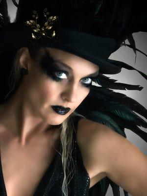 La cantante deja a un lado los chismes de su vida personal y se concentra en su carrera.