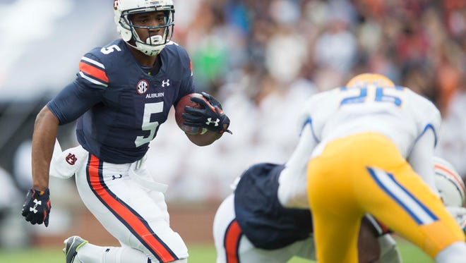 Auburn wide receiver Ricardo Louis (5) runs downfield during the NCAA football game between Auburn and San Jose State on Saturday, Oct. 3, 2015, at Jordan-Hare Stadium in Auburn, Ala. 