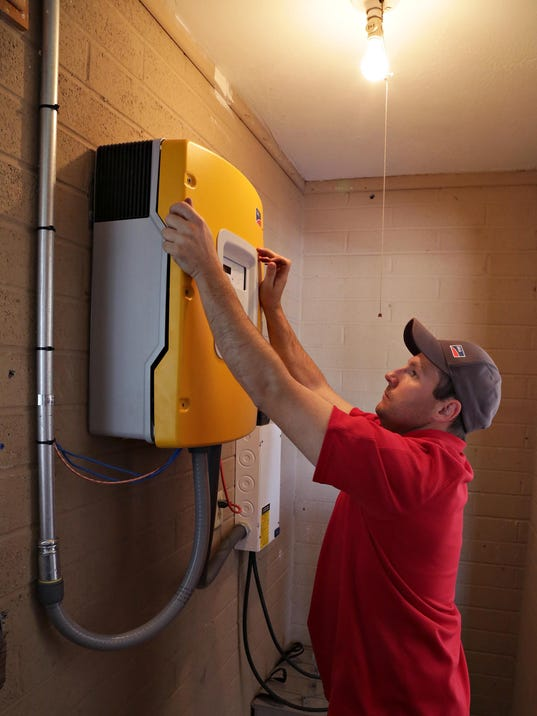 Solar power inverter/charger