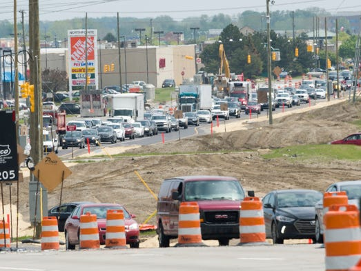 Westbound traffic backs up on M-59 near M-53 in Sterling