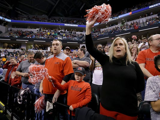 636281188769186398-NCAA-Fans-mk-04.jpg