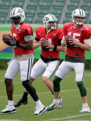 New York Jets quarterbacks Teddy Bridgewater, left, Sam Darnold, center, and Josh McCown participate in a practice at the NFL football team's training camp in Florham Park, N.J., Monday, July 30, 2018. (AP Photo/Seth Wenig)