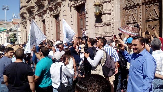 Protesters on Wednesday demand the resignation of Chihuahua Gov. César Duarte.