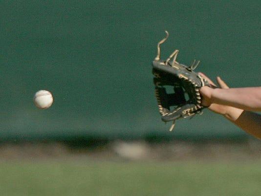 -web-art sports baseball catch1.jpg_20140317.jpg