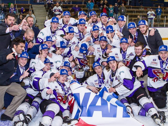 The Shreveport Mudbugs pose with the Robertson Cup