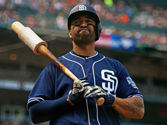 Padres trade Matt Kemp to Braves for Hector Olivera