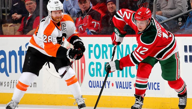Claude Giroux and the Flyers are hoping to go into the Christmas break on a winning note.