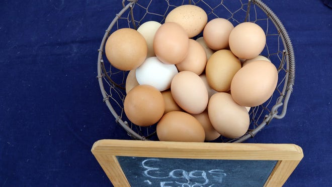 Iowa grocers participating in a supplemental food program would need to offer conventional eggs if they sell eggs from chickens housed in a cage-free, free-range or enriched colony cage environment, under an Iowa House bill passed Monday night.