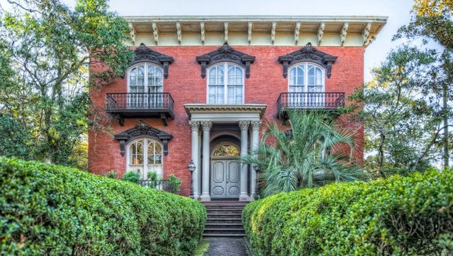 The Mercer House is the site of two infamous deaths profiled in Midnight in the Garden of Good and Evil.