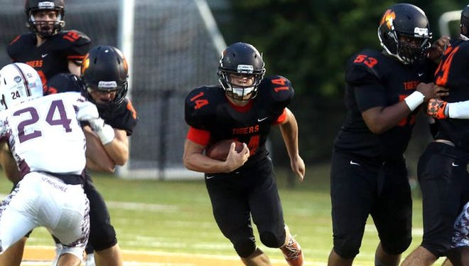 Daniel O'Rourke, pictured against Scarsdale earlier this season, rushed for 142 yards in Mamaroneck's 30-14 win at Mount Vernon on Oct. 1, 2016.