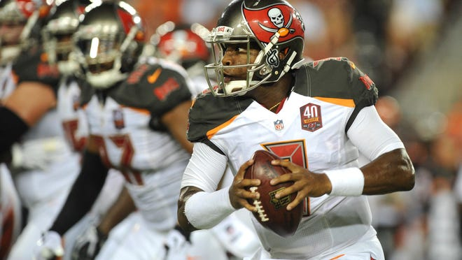 Tampa Bay quarterback Jameis Winston scrambles against Cincinnati in the first quarter Monday. The Buccaneers won 25-11.