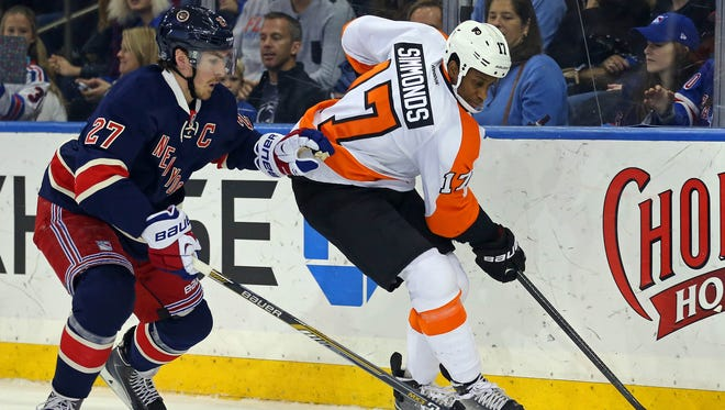 Wayne Simmonds and the Flyers have lost each of their last 10 games played at Madison Square Garden.