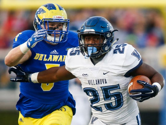 Delaware linebacker Charles Bell (left) pursues Villanova running back Aaron Forbes at Delaware Stadium in 2016.
