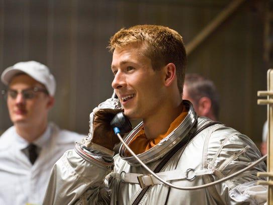 Astronaut John Glenn (Glen Powell) prepares for the