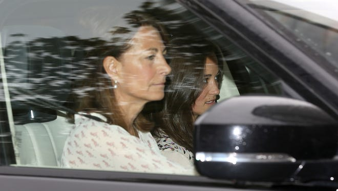 Carole Middleton and Pippa Middleton arrive at Kensington Palace to visit the new Princess of Cambridge, on May 3.