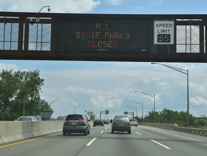 A sign on the freeway alerts motorist of NJ state parks