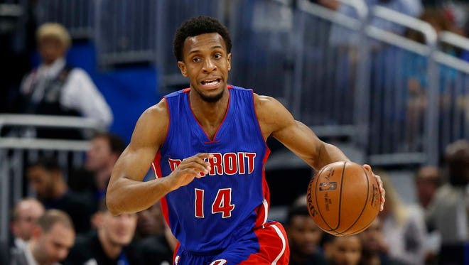 Mar 24, 2017; Orlando, FL, USA; Detroit Pistons guard Ish Smith drives to the basket against the Orlando Magic during the first quarter at Amway Center.