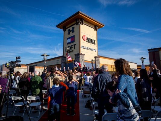 102017_outlets_opening_RWHITE_1921