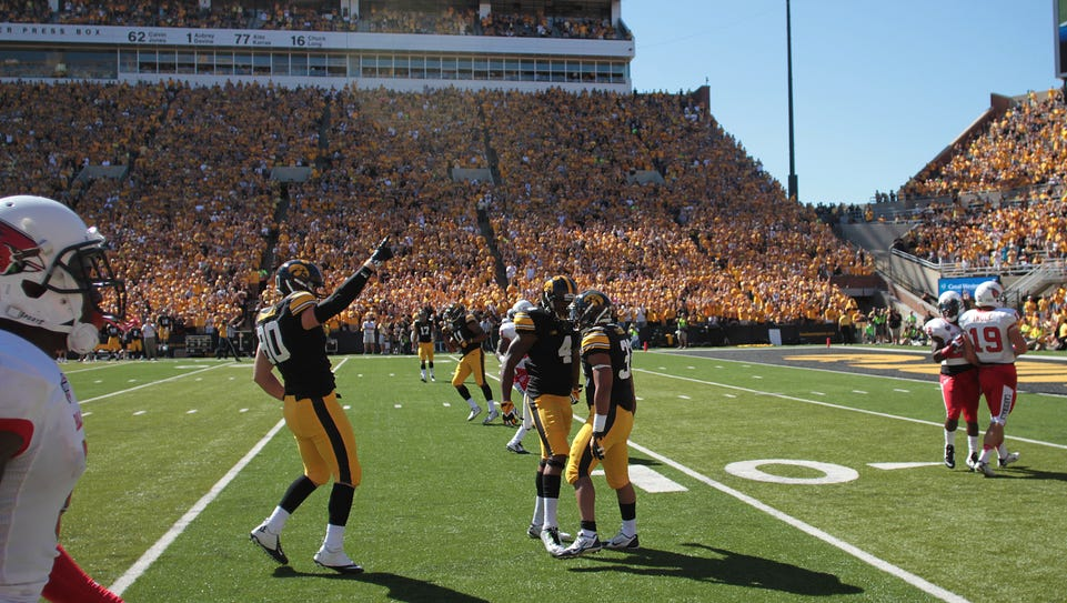 Iowa tight end Henry Krieger Coble (80) and wide receiver