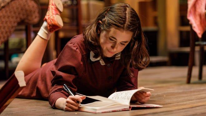 Anna Lentz as Anne Frank.