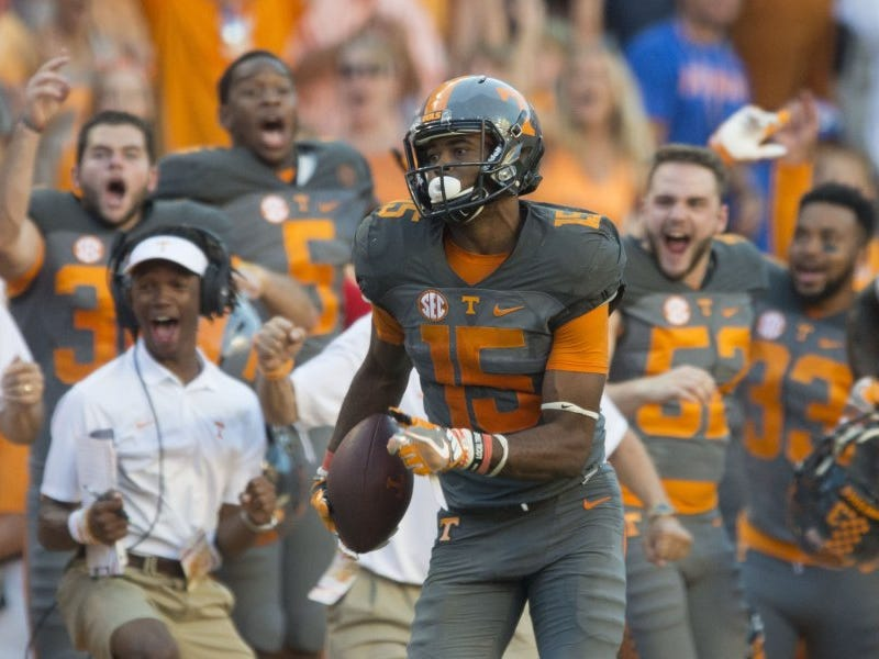 Wide receiver Jauan Jennings (15) is cheered on by the Tennessee sideline as he scores a touchdown against Florida in the second half of the game on Sept. 24, 2016.