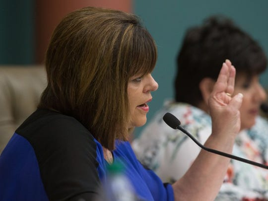 COURTNEY SACCO/CALLER-TIMES Councilwoman Carolyn Vaughn asks Assistant City Manager Mark Van Vleck questions regarding the city's boil water advisory during a special meeting of the City Council on Monday.